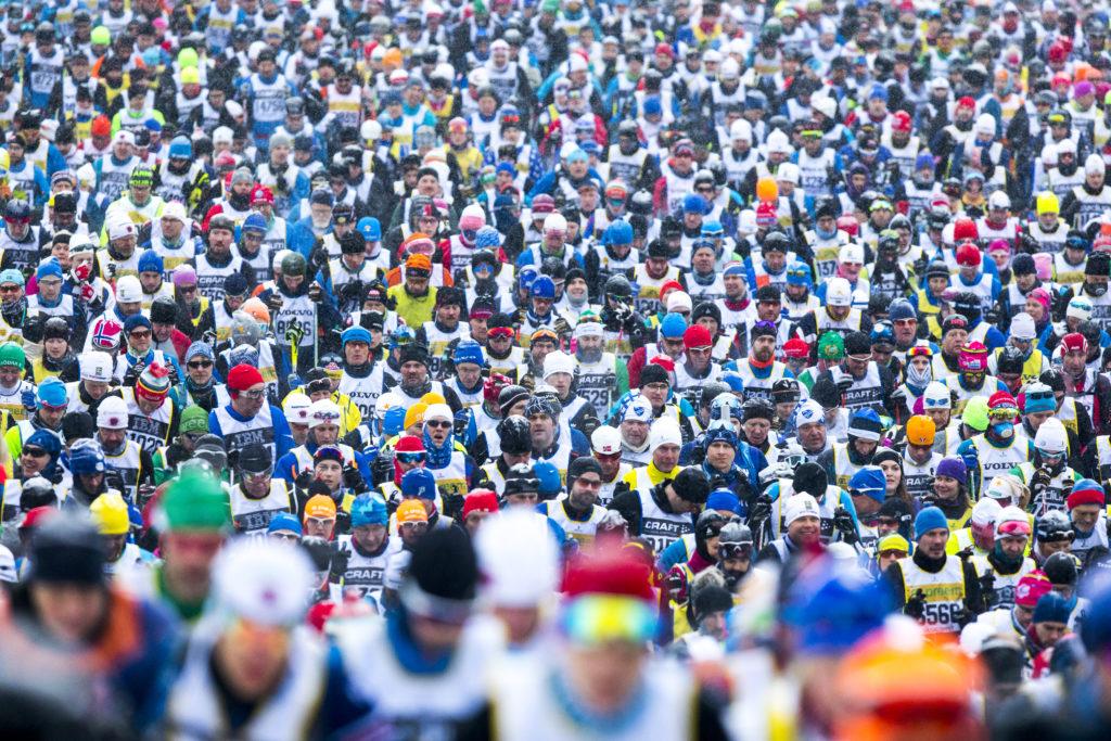 Массовый лыжный забег Vasaloppet проходит в Швеции в воскресенье